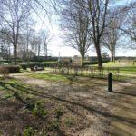 Cambes-en-Plaine (14), cimetière paysager.