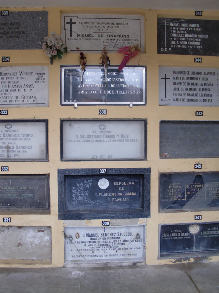 En haut la tombe de Miguel de Unamuno
