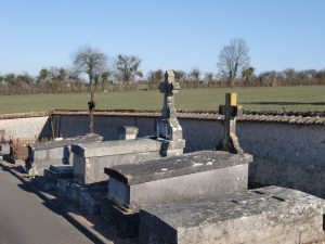 Le cimetière de Neuvy-sur-Loire, côté campagne.