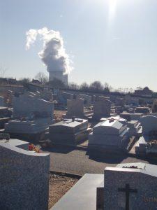 Le même cimetière, côté centrale nucléaire.